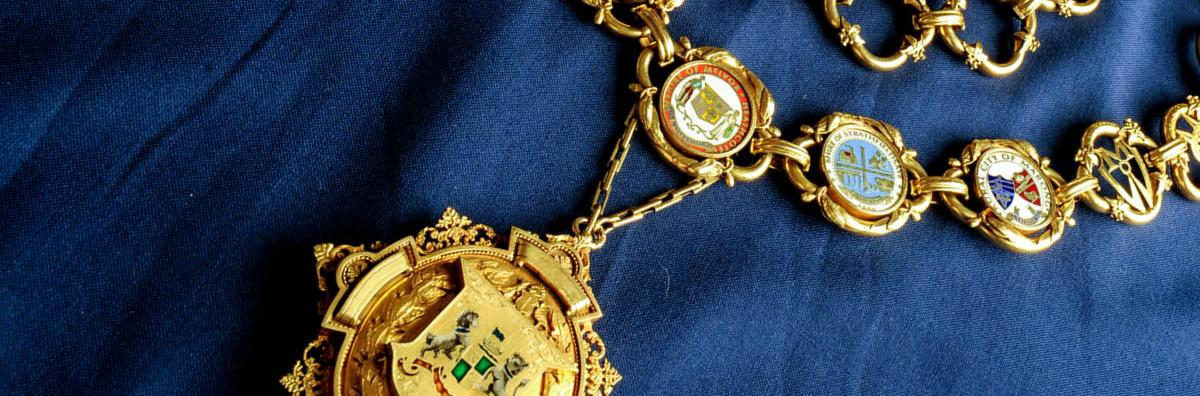 A close up shot of the Mayoral chain